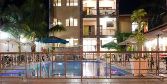 Bujumbura Mairie Province, Burundi: une vue des chambres, de la piscine et du restaurant