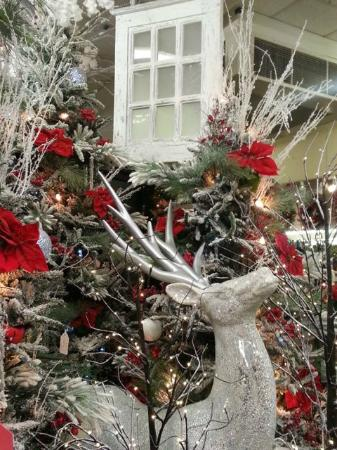holiday ping at decorators warehouse mommy upgrade - Decorators Warehouse