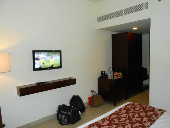 Daiwik Hotels Rameswaram: Wall and TV