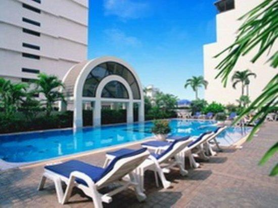 BelAire Bangkok: Swimming Pool