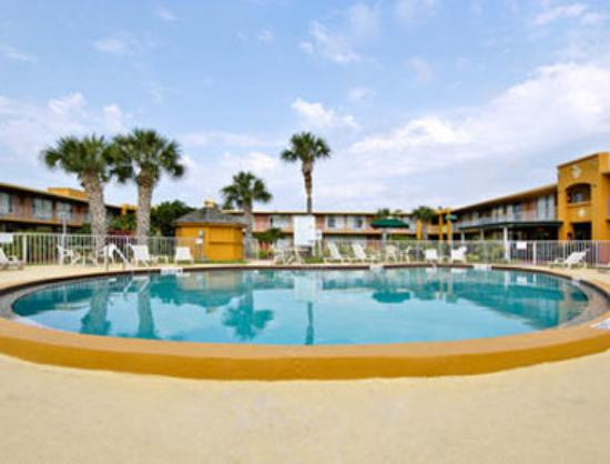 Days Inn Orlando/international Drive: Pool