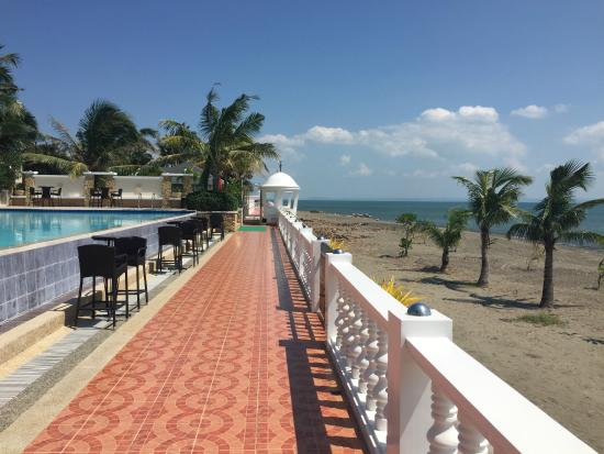 Bearland Paradise Resort : In the front of the pool at the beach.