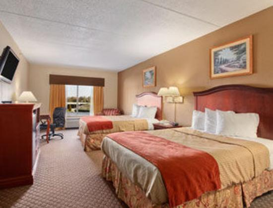 Ramada Harrisburg: Standard Two Double Bed Room