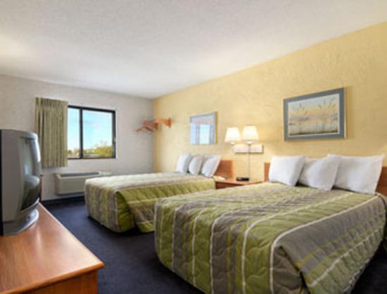 Motel 6 Elk Grove Village : Standard Two Full Bed Room