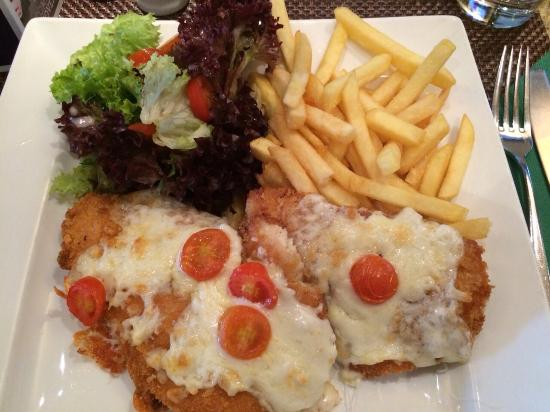 Caffe Mondo: Best Escalope in town