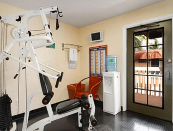 Days Inn Maui Oceanfront: Fitness Center