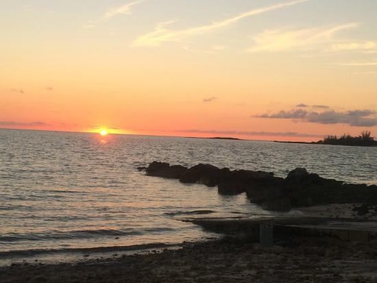 Grotto Bay Bahamas: Sunset at the beach