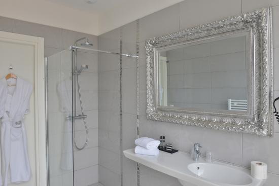 La Villa Nice Victor Hugo : Salle de bain exécutive