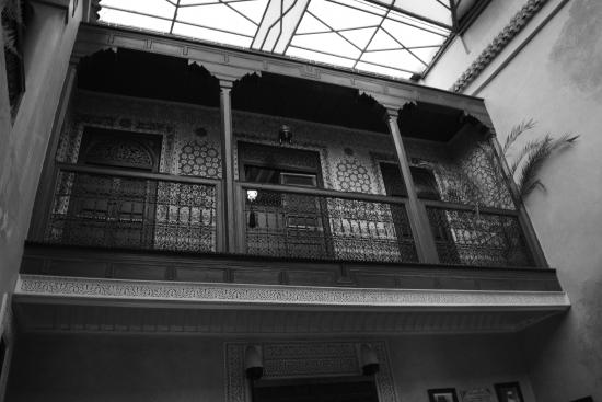 Riad Amlal: View of the balcony from the lobby