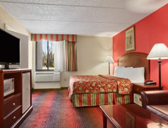 Howard Johnson Inn Suffern : Two King Suite