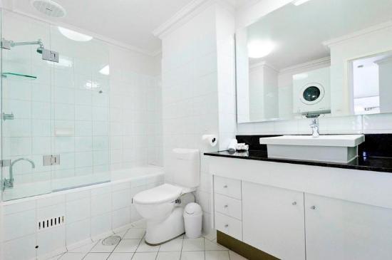Majestic Old Lion Apartments Bathroom Web