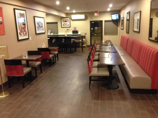 Comfort Suites East : Breakfast Area