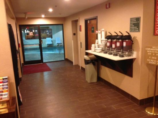 Comfort Suites East: Coffee Station