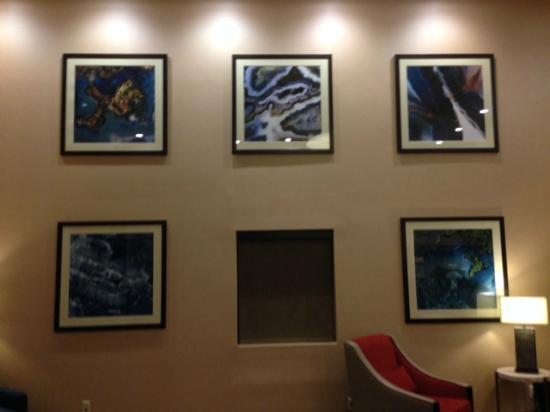 Comfort Suites East: Lobby