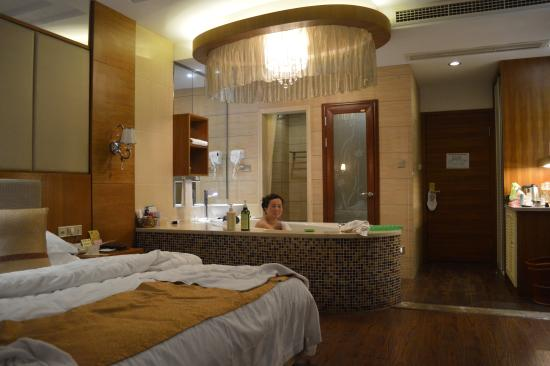 Taishun County, Китай: Mountain lodge with hot spa bath.