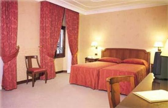 Strozzi Palace Hotel: Room