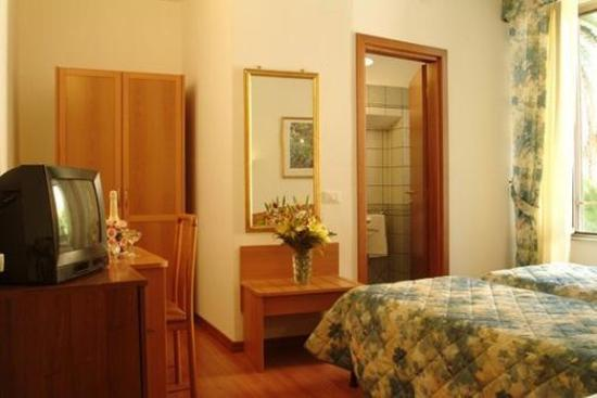 Tirreno Hotel: ROOM