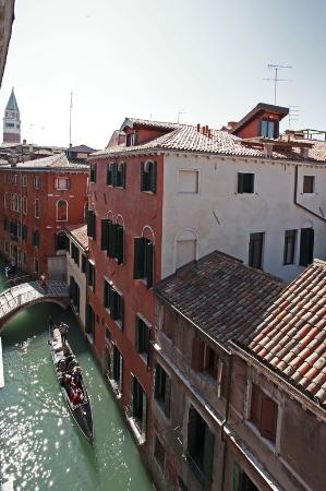 Bella Venezia: View of Canal
