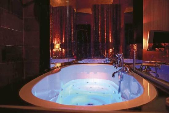 The Toren: Special Deluxe Double with Jacuzzi