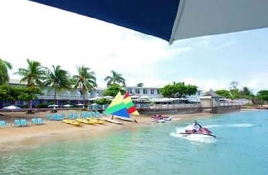 Shaw Park Beach Hotel & Spa : Exterior