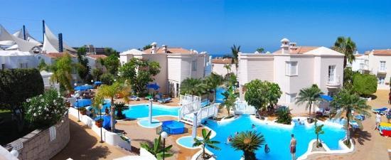Adonis Hotel Villas Fanabe: Summer pool view