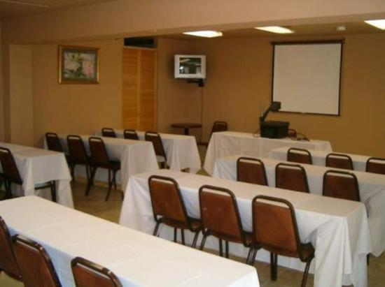 Americas Best Value Inn & Suites - Fort Collins East / I-25: MEETINGROOM