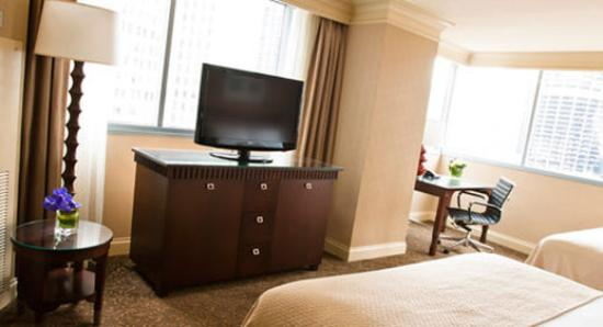 Wyndham Grand Chicago Riverfront: Guest Room