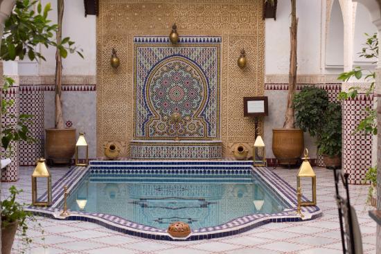 Le Pavillon Oriental : patio et piscine