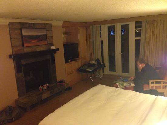 Hilton Whistler Resort & Spa: King Balcony Fireplace Suite Room #628
