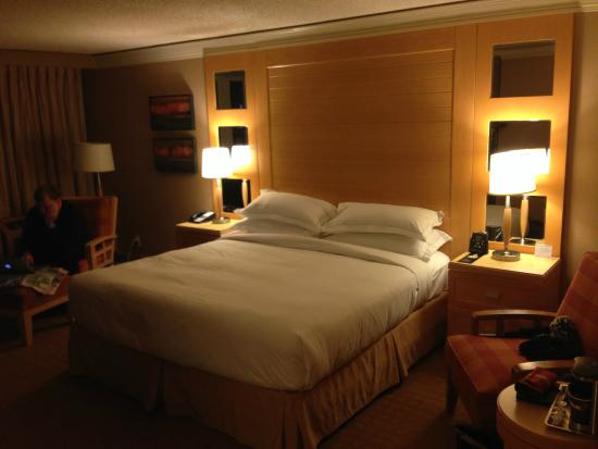 Hilton Whistler Resort & Spa: Heavenly King bed