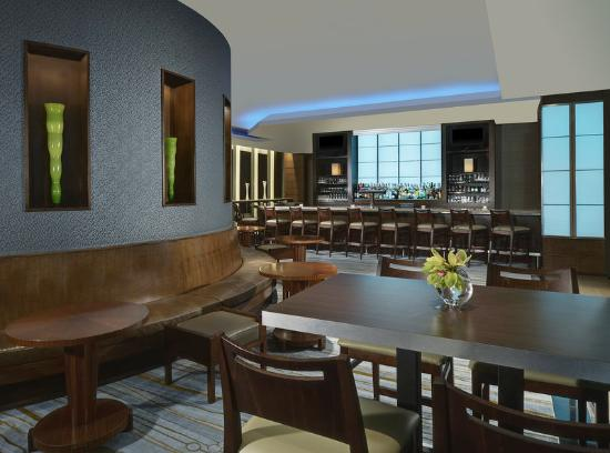The Westin Harbour Castle: Chartroom Lounge Bar
