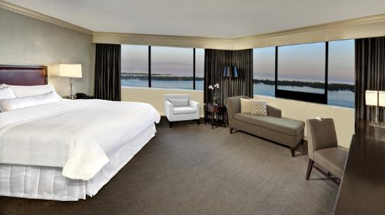 The Westin Harbour Castle: Corner King Junior Suite