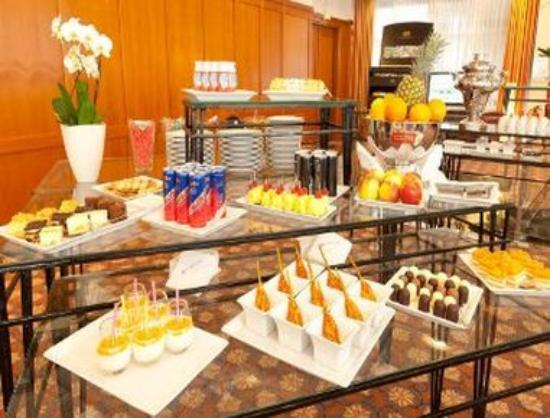 RAMADA Hotel Frankfurt-Messe: Appetizing Refreshments