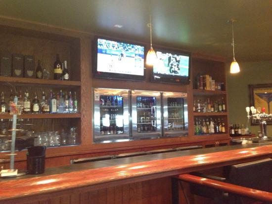 Alexander's Lounge: The bar