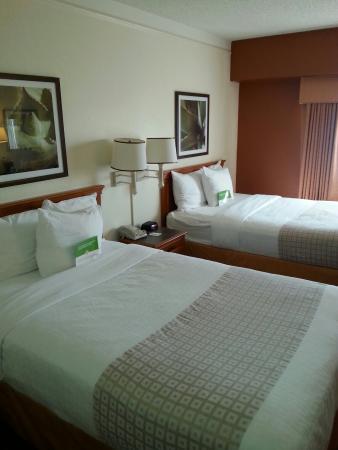 La Quinta Inn Austin Capitol: Visione d'insieme stanza