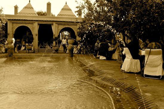 Riad Jnane Ines : Wasser und Springbrunnen im Garten