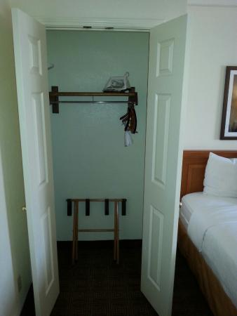 La Quinta Inn Austin Capitol: Ripostiglio interno camere