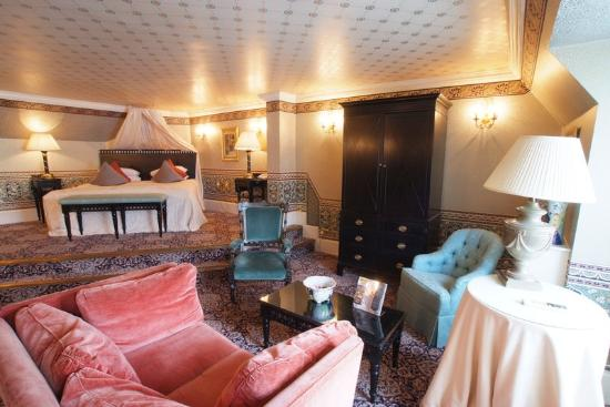 The Gallery Hotel: LEIGHTON SUITE