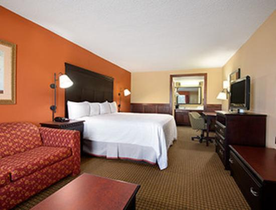 Days Inn Longview South: One King Bed Guest Room