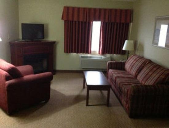 Days Inn & Suites Milford: Suite