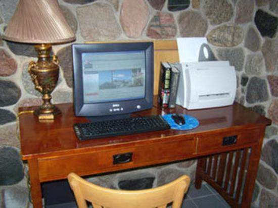 Boarders Inn and Suites Ripon, WI: Computer