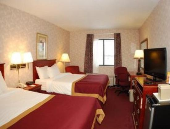 Baymont Inn & Suites Muskegon: Standard Two Double Bed Room