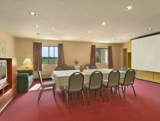 Baymont Inn & Suites Muskegon: Meeting Room