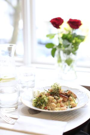AALTO Bistro: Fresh Fish with roses