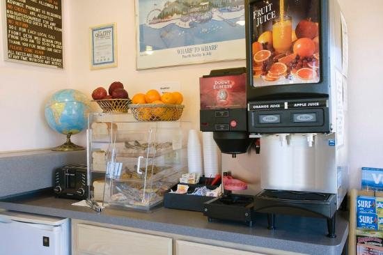 Americas Best Value Inn & Suites-Boardwalk: Breakfast Area