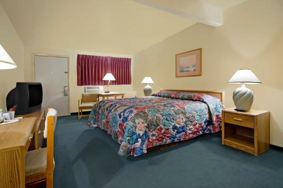 Americas Best Value Inn Powell: King Guest Room