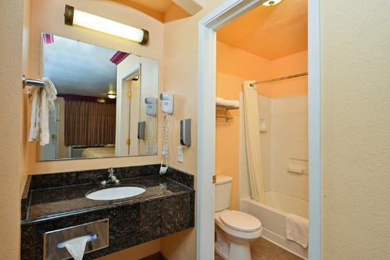 Americas Best Value Inn-Marysville: Guest Bathroom