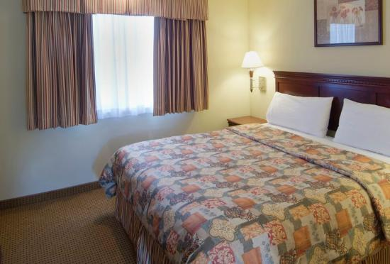 Americas Best Value Inn & Suites : Standard Suite