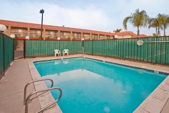 Americas Best Value Inn - Rialto: Pool