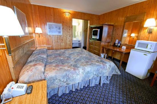 Americas Best Value Inn Roxboro : King Room